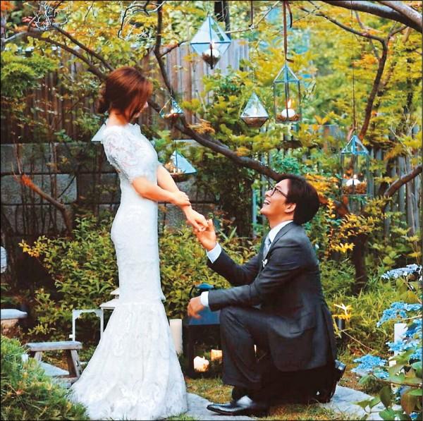 43歲裴勇俊有種   嫩妻懷孕照工作