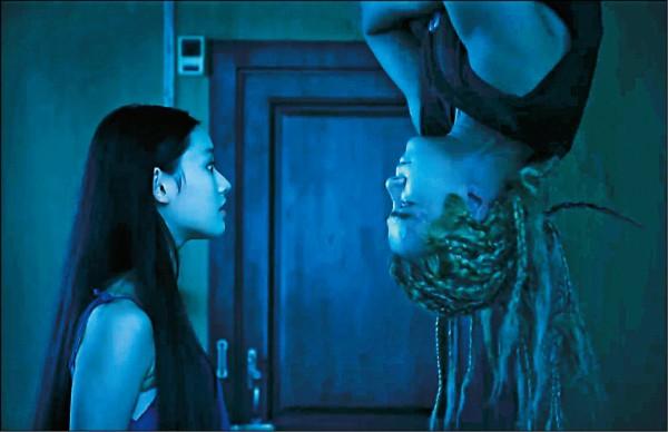 《美人魚》倒吊八爪章魚  小豬哀喊快往生