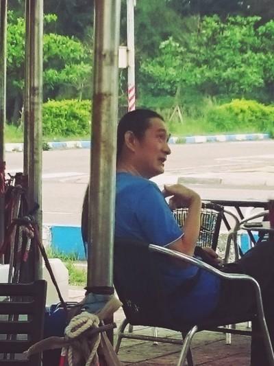 黃安野放新竹喝咖啡  氣炸目擊網友