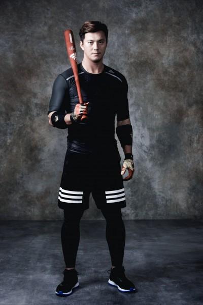 「棒球王子」高國輝 緊身衣拍廣告