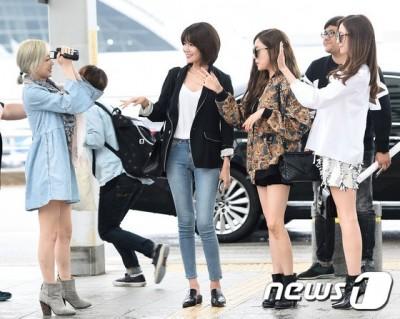 (圖多)少女時代來啦!太妍機場變身可愛攝影師