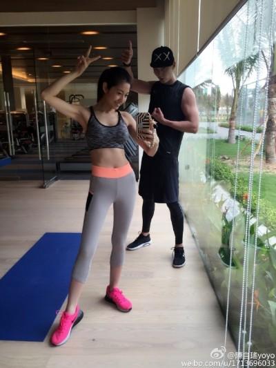 (圖多)《AV》香港女星秀A4腰  愛跟老公做運動維持身材