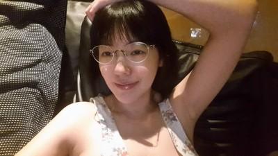 小S秀露肩性感照 網友抓包「裸體圍裙」