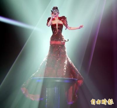 (影音)張韶涵開唱海豚音震撼全場 謝五月天到南港