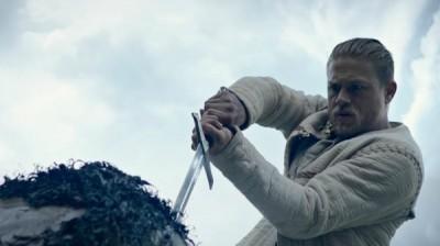 (影音)史詩鉅作《亞瑟:王者之劍》貝克漢也來嘎一角