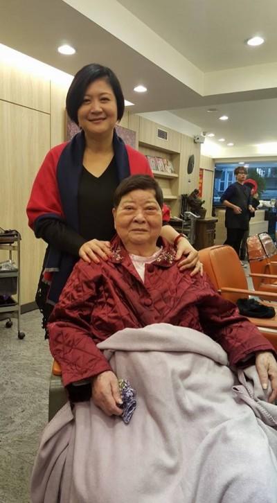 母逝享壽88歲   崔佩儀悲痛「媽媽永別了」