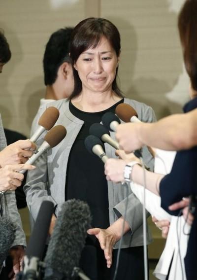 毒夫拘留所寄離婚協議書 女星17年婚姻亮紅燈