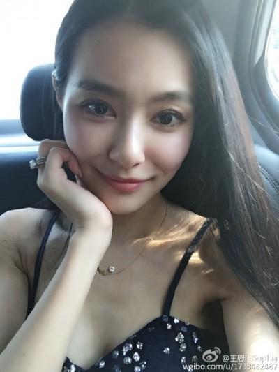 王思佳遭爆抄襲2NE1 淚崩直播解釋