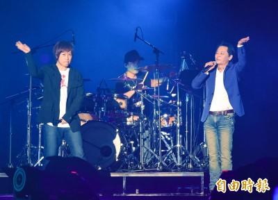 (影音x2)王傑暫時當「不肖子」 阿信驚喜登台合唱