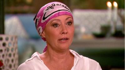 女星剃頭抗乳癌  淚訴:這一切都太困難了