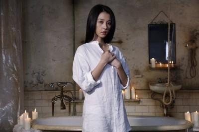 《樓下的房客》破億慶功 邵雨薇的透明雨衣全場嗨翻