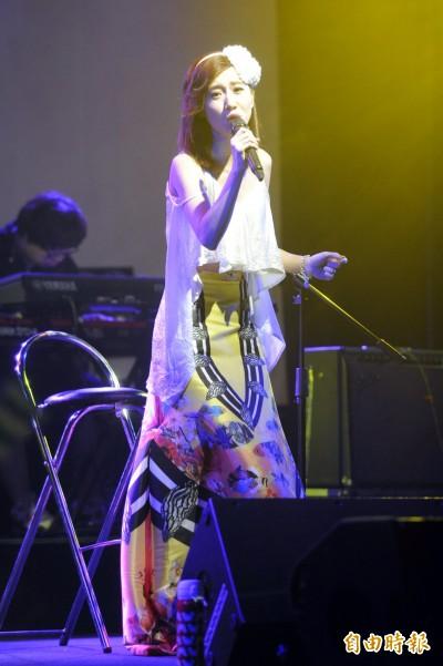 (影音)LuLu圓夢開唱淚崩 阿達上台遞面紙