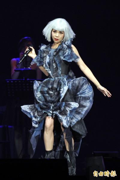 (影音)蔡健雅連忘兩首歌歌詞 傻笑掩飾尷尬