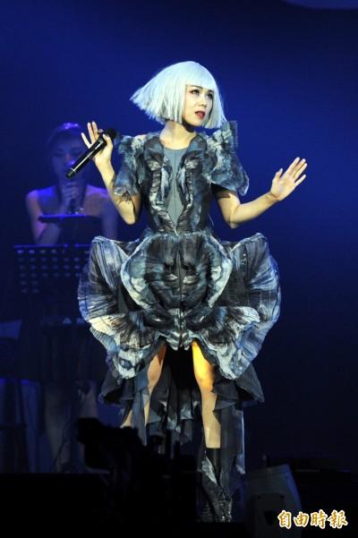 (影音)蔡健雅開唱變髮被自己嚇到 笑問1.1萬歌迷「美嗎?」