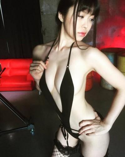 深夜沙龍/未開發H奶暴露狂來台 想要一個台灣男友~