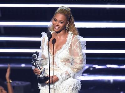 (影音)碧昂絲VMA橫掃7大獎 16分鐘演出稱霸全場