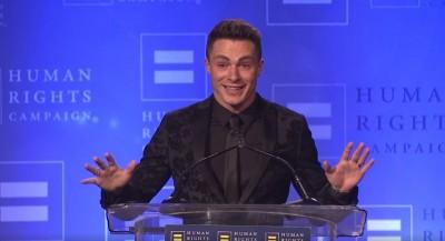 (影音)男星出櫃獲獎肯定 感性落淚致詞:平等是與生俱來的權利
