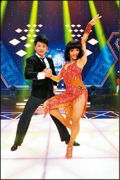 蔡佳麟練舞有撇步  「笑」果讚