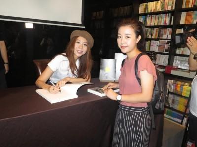 才女陳綺貞香港簽書   預告明年開唱