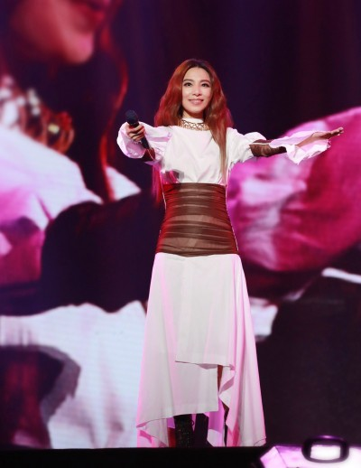 田馥甄怒了   粉絲在演唱會看Ella直播還tag她