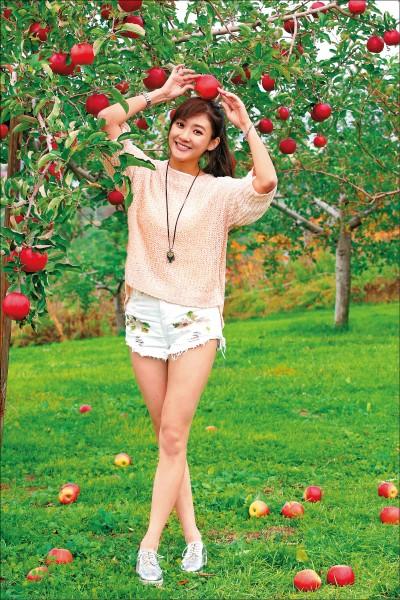林逸欣青森現採紅蘋果 8度低溫大秀辣腿