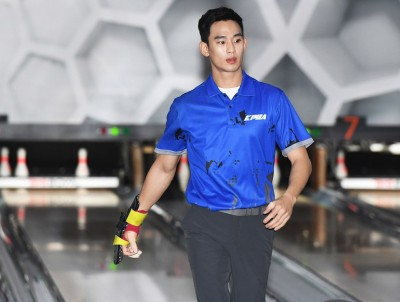 金秀賢拚職業保齡球手 8回比賽平均230.6分