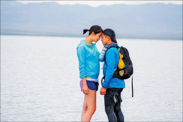 賴雅妍姊弟戀黃遠 親吻感覺…很鹹濕