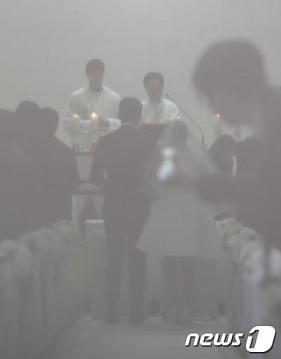 背影照曝光!Rain金泰希婚禮只花3.8萬