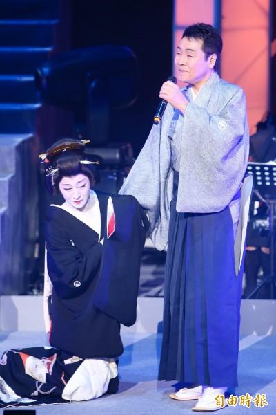 (影音)「演歌天王」五木寬飆歌秀琴藝 翁立友合唱喊無憾