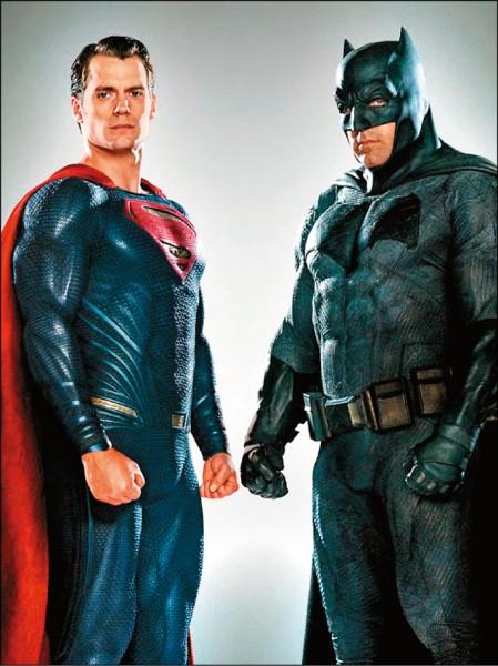 《金酸莓獎》「蝙蝠俠對超人」4爛   「希拉蕊的美國」並列大贏家