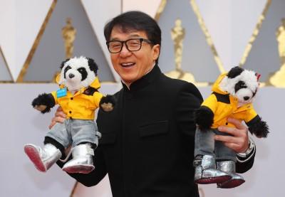 (奧斯卡紅毯)獲終身成就獎 成龍與會自稱「熊貓大使」