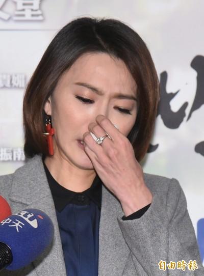 (影音)侯怡君淚崩道歉  被酸「兩人共事一夫」痛不欲生