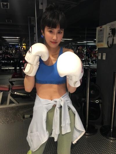 黃心娣迷上拳擊爆汗感 下半年將推出寫真書