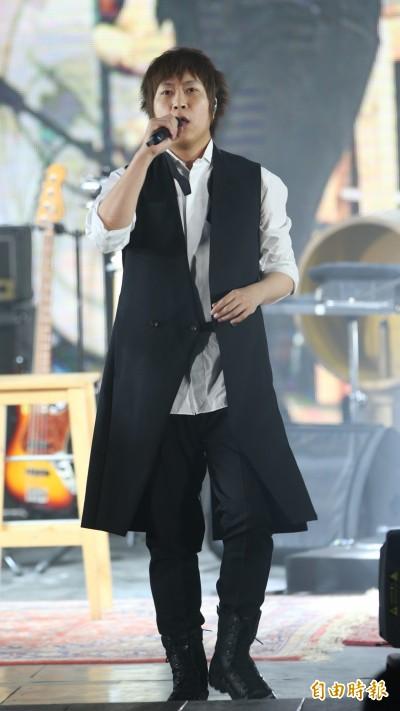 阿信自傲還是20歲  民調歌迷誰幼齒