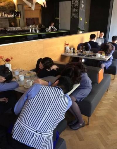 17空姐趴睡餐廳因飛太快?機師出面打臉