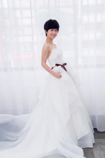 嚴正嵐披浪漫白紗 被笑像辦家家酒