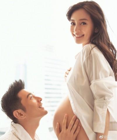 駁斥「借腹產子」傳聞 黃曉明首度曝光Baby孕肚照!