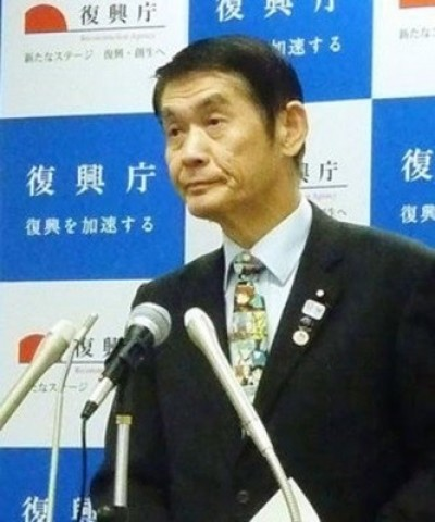 日復興大臣失言下台 記者會戴《新世紀福音戰士》領帶