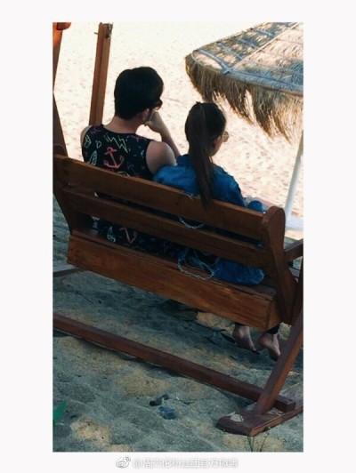 周杰倫與昆凌依偎看海 甜蜜實現「簡單愛」歌詞