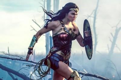 蓋兒加朵樂當神力女超人 第一次披戰袍「超級緊」