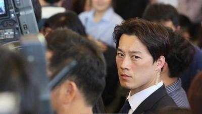 閃退青瓦台F4   南韓總統天菜保鑣轉當美髮師