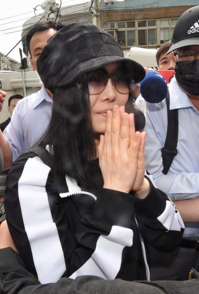 江蕙出庭指證遭施暴  看見兇嫌喊:就是他!