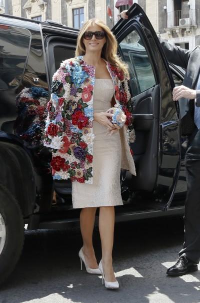 美第一夫人川普超奢華  披154萬外套赴宴