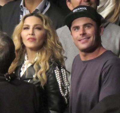 柴克艾弗隆與瑪丹娜親密看格鬥賽 被問「她有試圖跟你做愛嗎」
