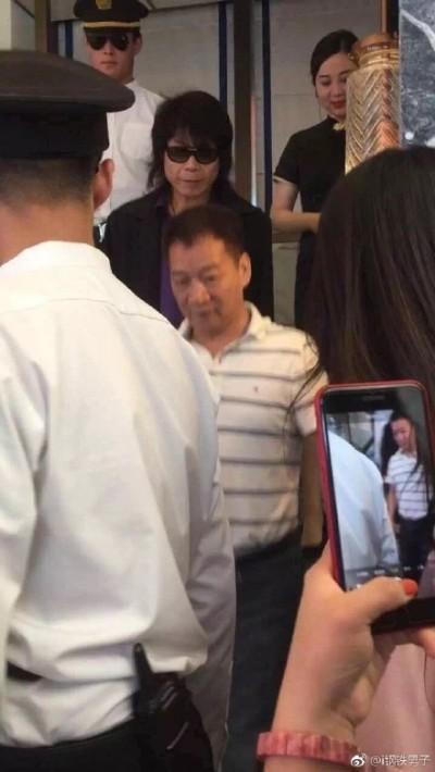 (影音)糗翻!山寨伍佰中國撈金 竟答不出專輯名...