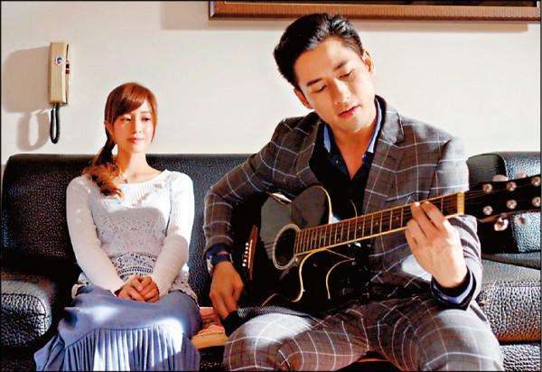 周孝安自彈自唱 給女友驚喜