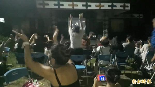桑布伊金曲獎大贏家  部落族人聚集分享喜悅