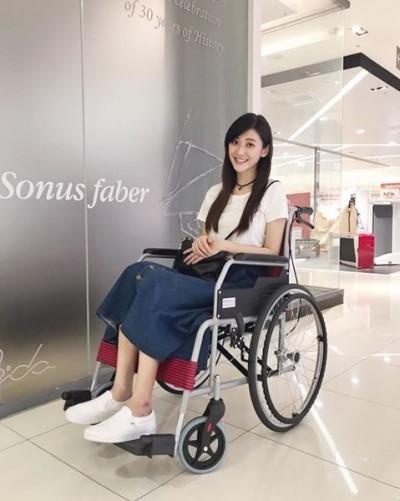 《甘味》受傷開刀滿月了 林逸欣坐輪椅兜風