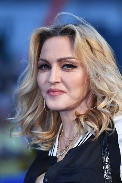 瑪丹娜59歲生日 首度曬7口全家福