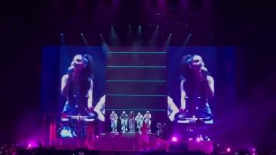 (影音)亞莉安娜踩飛輪尬男舞者 甜喊「我愛台北」謝幕